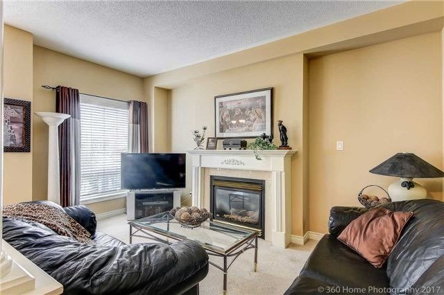 Detached at 14 Bel Canto Cres, Richmond Hill, Ontario. Image 3
