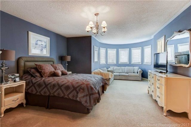 Detached at 14 Bel Canto Cres, Richmond Hill, Ontario. Image 6