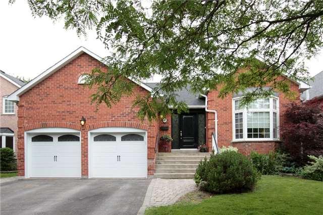 Detached at 47 Murdock Ave, Aurora, Ontario. Image 1