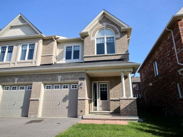 Townhouse at 132 Courtland Cres, East Gwillimbury, Ontario. Image 1