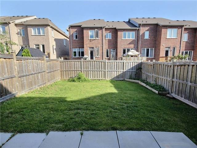 Townhouse at 132 Courtland Cres, East Gwillimbury, Ontario. Image 13