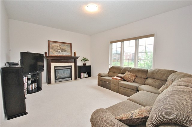 Detached at 1361 Hunter St, Innisfil, Ontario. Image 14