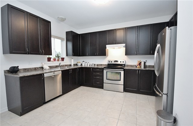 Detached at 1361 Hunter St, Innisfil, Ontario. Image 17
