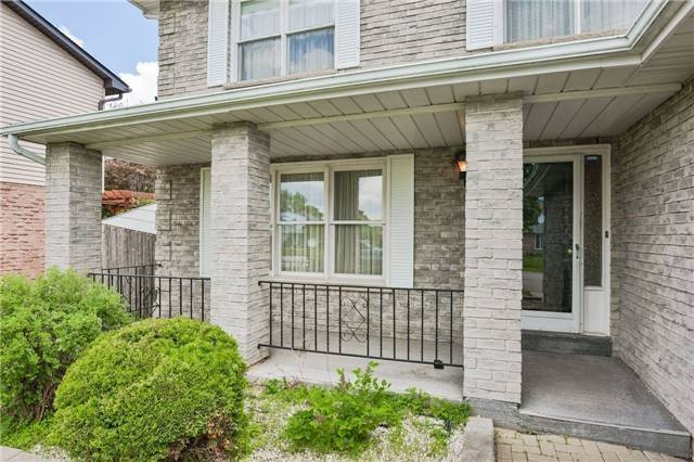 Detached at 43 Carlson Dr, Newmarket, Ontario. Image 12