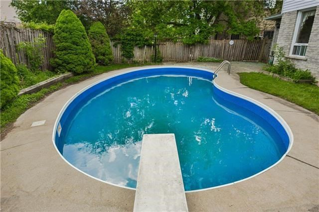 Detached at 43 Carlson Dr, Newmarket, Ontario. Image 11