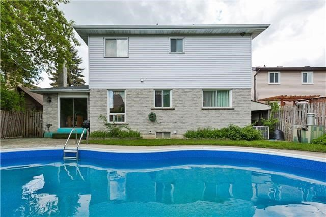 Detached at 43 Carlson Dr, Newmarket, Ontario. Image 13