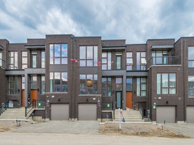 Townhouse at 8 Cambray Rd, Vaughan, Ontario. Image 12