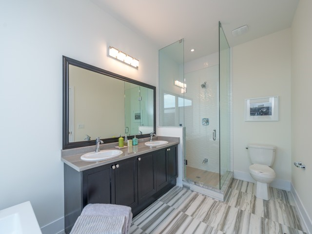Townhouse at 8 Cambray Rd, Vaughan, Ontario. Image 3