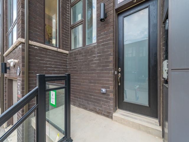 Townhouse at 8 Cambray Rd, Vaughan, Ontario. Image 13