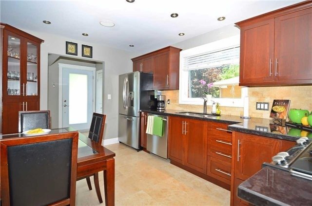 Detached at 282 Gells Rd, Richmond Hill, Ontario. Image 19