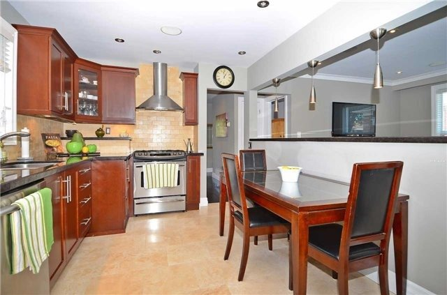 Detached at 282 Gells Rd, Richmond Hill, Ontario. Image 20