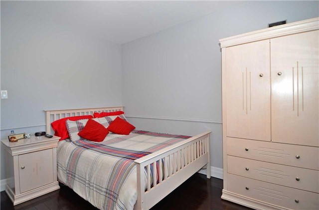 Detached at 282 Gells Rd, Richmond Hill, Ontario. Image 4