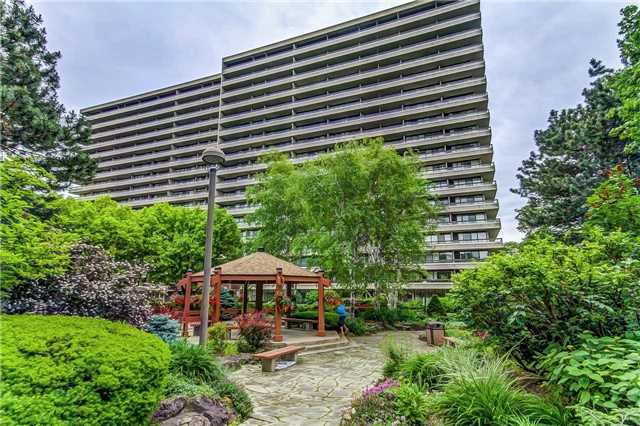 Condo Apartment at 8111 Yonge St, Unit 1611, Markham, Ontario. Image 1