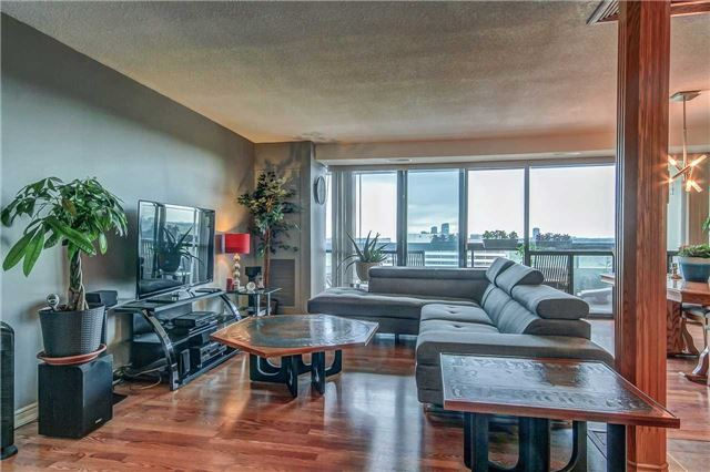 Condo Apartment at 8111 Yonge St, Unit 1611, Markham, Ontario. Image 17