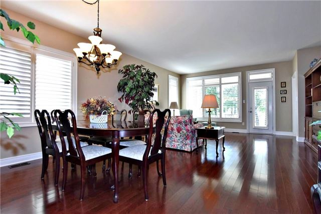 Detached at 327 Babe's Way, Whitchurch-Stouffville, Ontario. Image 15