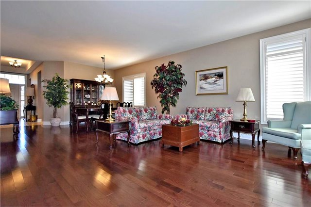 Detached at 327 Babe's Way, Whitchurch-Stouffville, Ontario. Image 16
