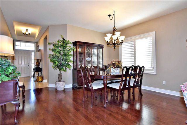 Detached at 327 Babe's Way, Whitchurch-Stouffville, Ontario. Image 17