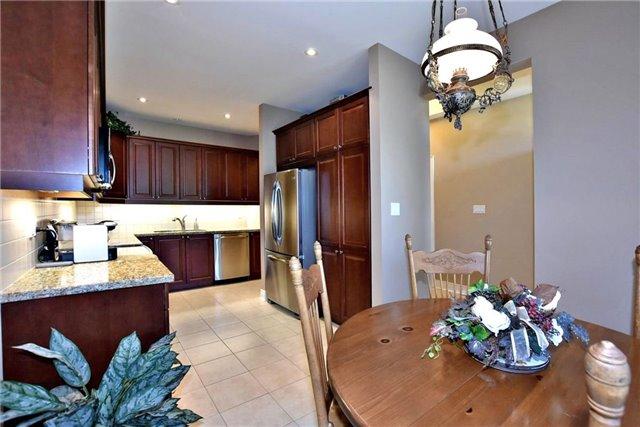 Detached at 327 Babe's Way, Whitchurch-Stouffville, Ontario. Image 18
