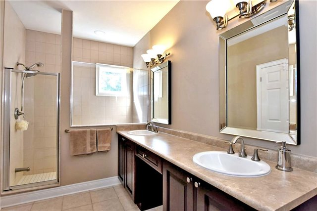 Detached at 327 Babe's Way, Whitchurch-Stouffville, Ontario. Image 4