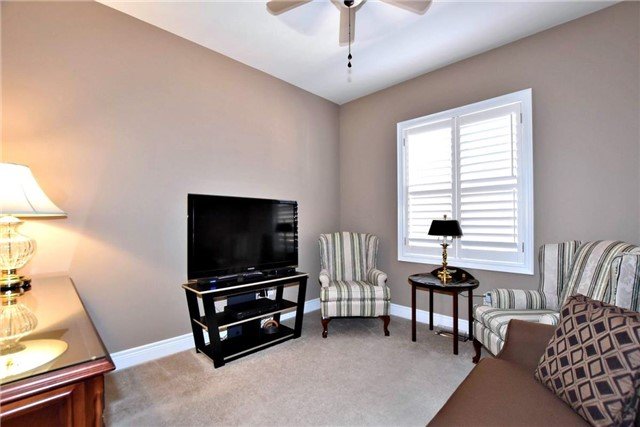 Detached at 327 Babe's Way, Whitchurch-Stouffville, Ontario. Image 6