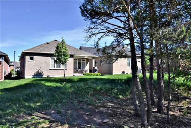 Detached at 327 Babe's Way, Whitchurch-Stouffville, Ontario. Image 11