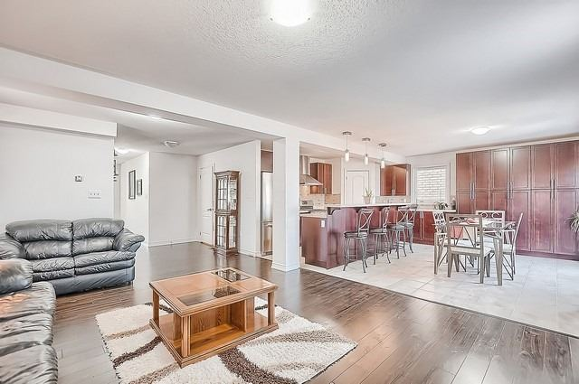 Detached at 2249 Sproule St, Innisfil, Ontario. Image 17