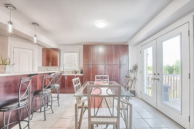 Detached at 2249 Sproule St, Innisfil, Ontario. Image 18