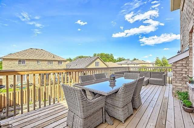 Detached at 2249 Sproule St, Innisfil, Ontario. Image 9