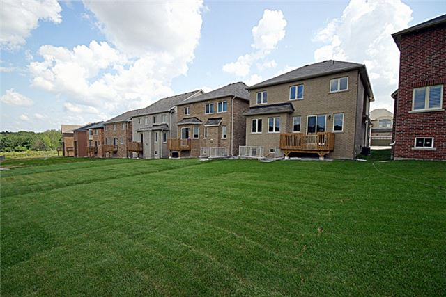 Detached at 739 Clifford Perry Pl, Newmarket, Ontario. Image 10