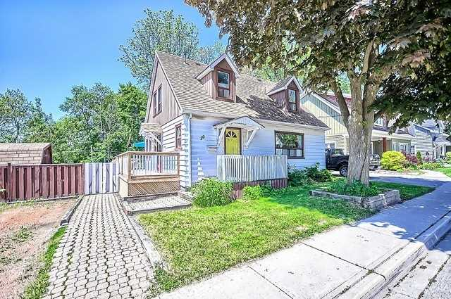 Detached at 30 Baker St, Whitchurch-Stouffville, Ontario. Image 12