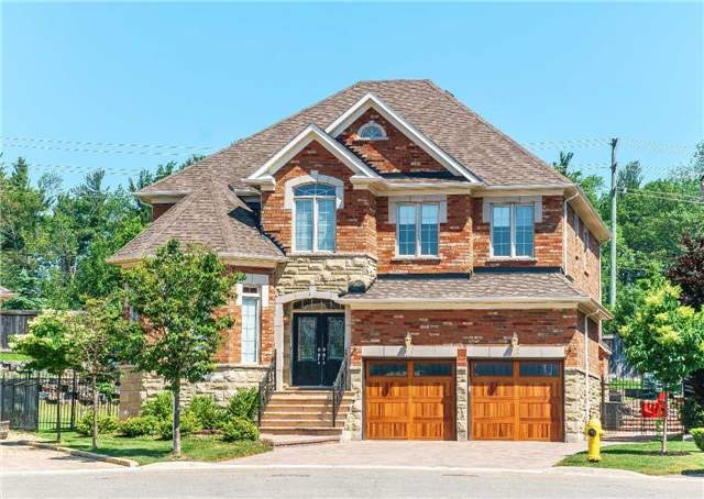 Detached at 102 Goldenview Crt, Vaughan, Ontario. Image 1
