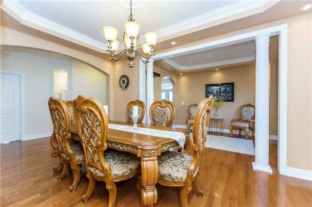 Detached at 102 Goldenview Crt, Vaughan, Ontario. Image 14