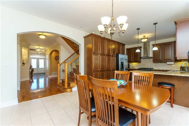 Detached at 102 Goldenview Crt, Vaughan, Ontario. Image 19