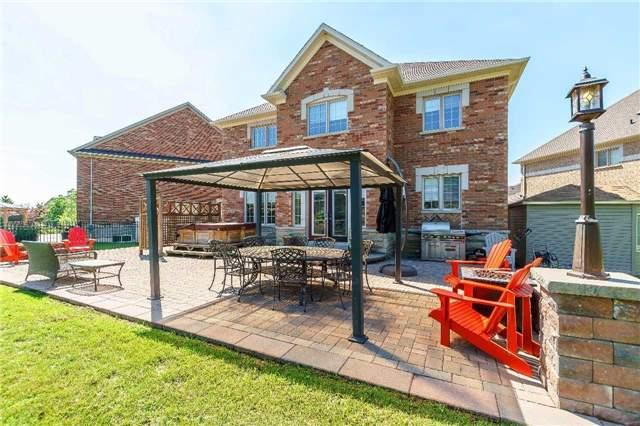 Detached at 102 Goldenview Crt, Vaughan, Ontario. Image 11