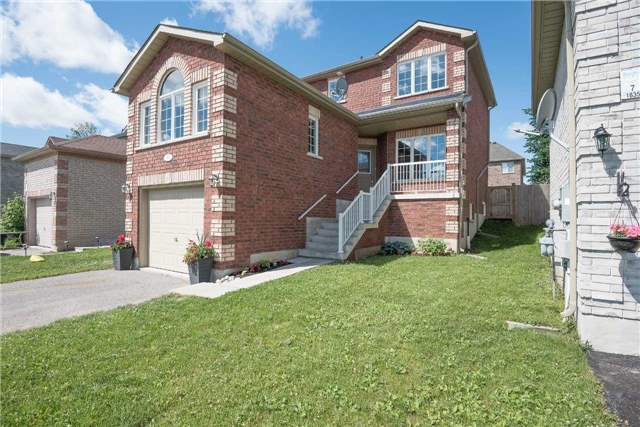 Detached at 1839 Swan St, Innisfil, Ontario. Image 12
