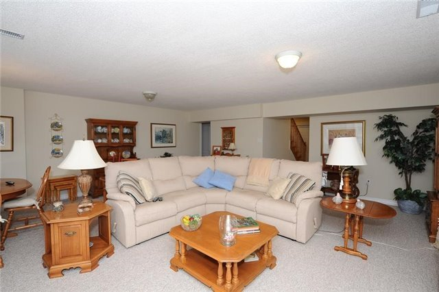 Condo Leasehold at 54 Norm Faulkner Dr, Whitchurch-Stouffville, Ontario. Image 3