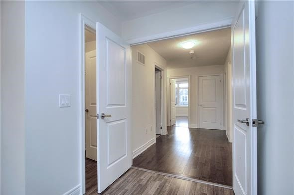Detached at 41 William Luck Ave, East Gwillimbury, Ontario. Image 5