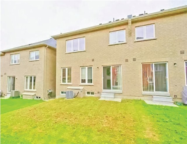 Townhouse at 24 Westcliffe Cres, Richmond Hill, Ontario. Image 2
