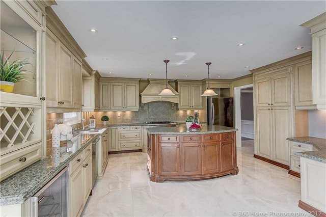Detached at 52 Chiltern Hill Cres, Richmond Hill, Ontario. Image 2