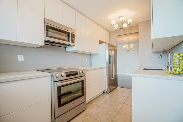 Condo Apartment at 7811 Yonge St, Unit 1109, Markham, Ontario. Image 15