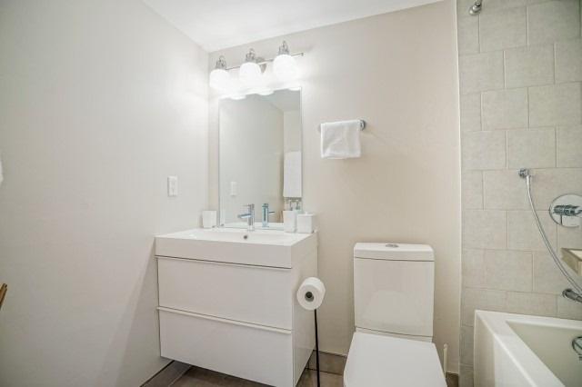 Condo Apartment at 7811 Yonge St, Unit 1109, Markham, Ontario. Image 4