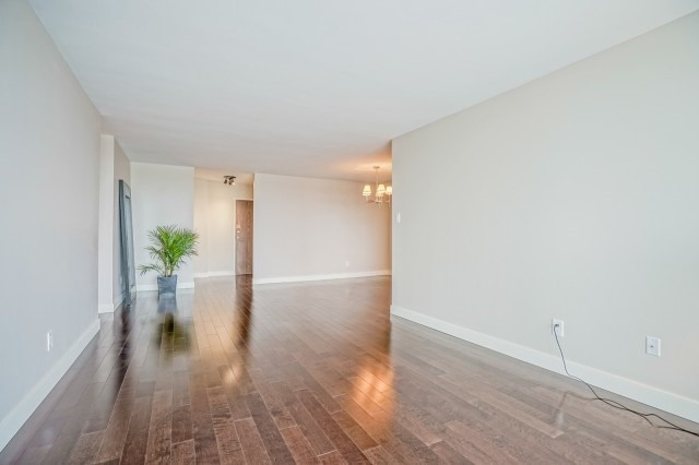Condo Apartment at 7811 Yonge St, Unit 1109, Markham, Ontario. Image 8