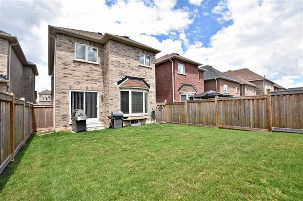 Detached at 53 Mckenzie Way, Bradford West Gwillimbury, Ontario. Image 10