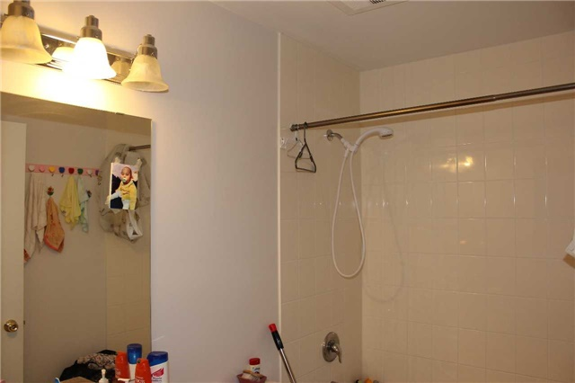 Condo Apartment at 4600 Steeles Ave E, Unit 822, Markham, Ontario. Image 15