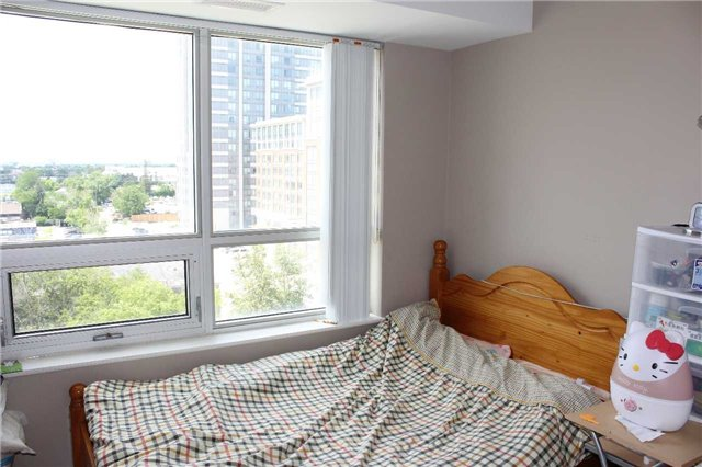 Condo Apartment at 4600 Steeles Ave E, Unit 822, Markham, Ontario. Image 2