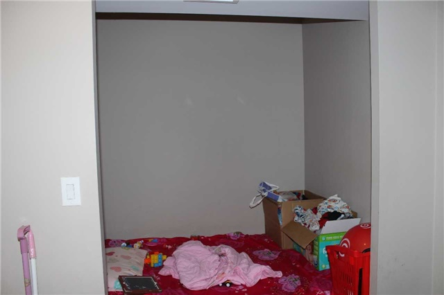 Condo Apartment at 4600 Steeles Ave E, Unit 822, Markham, Ontario. Image 7