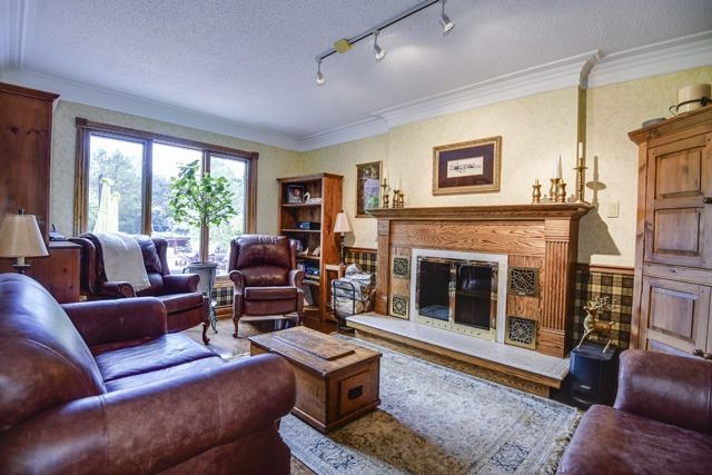 Detached at 70 Humber Valley Cres, King, Ontario. Image 2