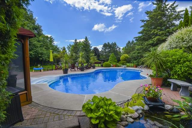 Detached at 70 Humber Valley Cres, King, Ontario. Image 9
