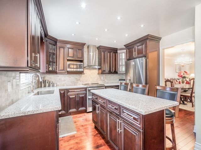 Detached at 146 Barrhill Rd, Vaughan, Ontario. Image 2