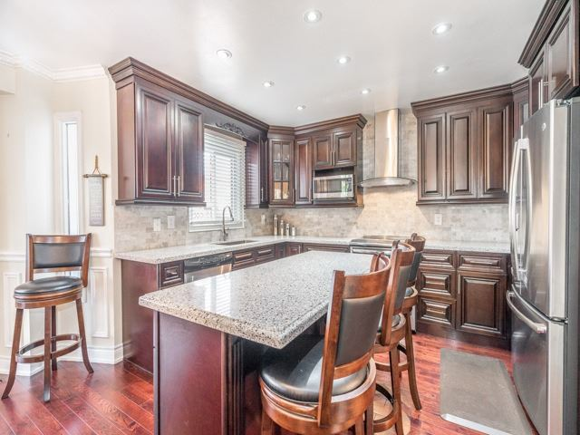 Detached at 146 Barrhill Rd, Vaughan, Ontario. Image 3